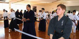 Uno de los aspectos relevantes en todo arte marcial es el uso de las diferentes armas utilizadas por los antiguos guerreros, quienes de un acto de combate, perfeccionaron esta habilidad en un verdadero arte y disciplina de gran significado y trascendencia.