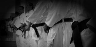 Las enseñanzas de las artes marciales nos inculcan a tener un comportamiento honorable en la práctica cotidiana, e incluso, en el combate, luchando dignamente, respetando a nuestro adversario y usando el juego limpio como muestra de honor, caballerosidad y dignidad.