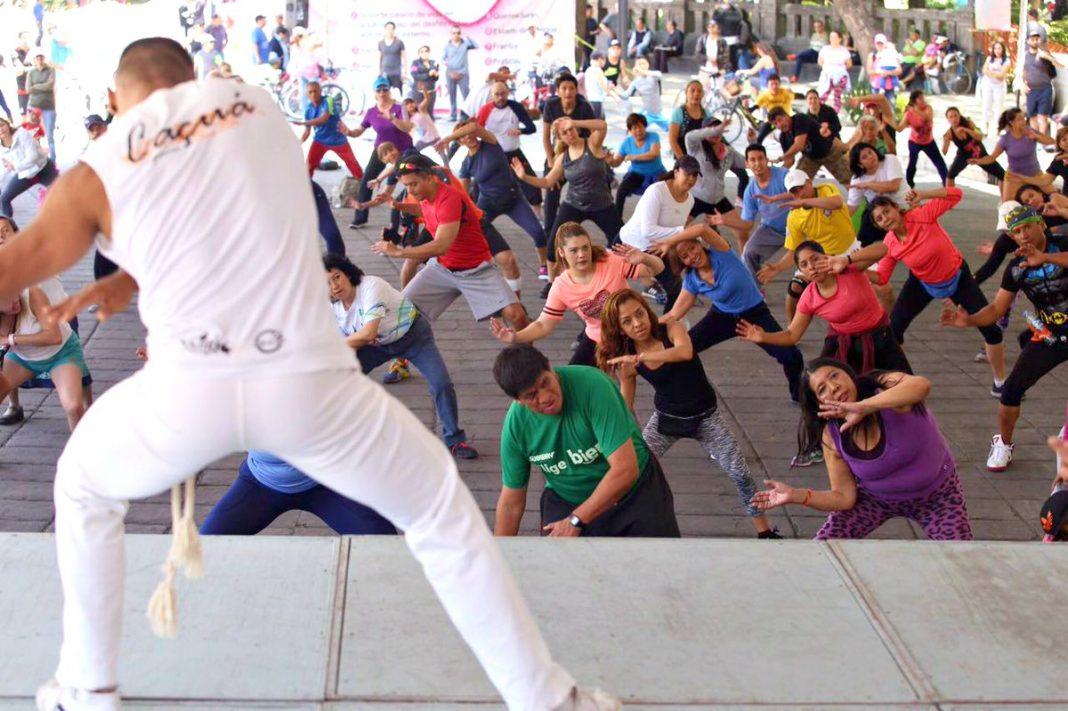 """El capoeira, a través de la modalidad de """"capoifitt"""", será parte de las actividades físicas del programa Muévete de la Secretaría de Salud de la Ciudad de México (SEDESA-CDMX), con lo cual se busca prevenir enfermedades por sedentarismo."""