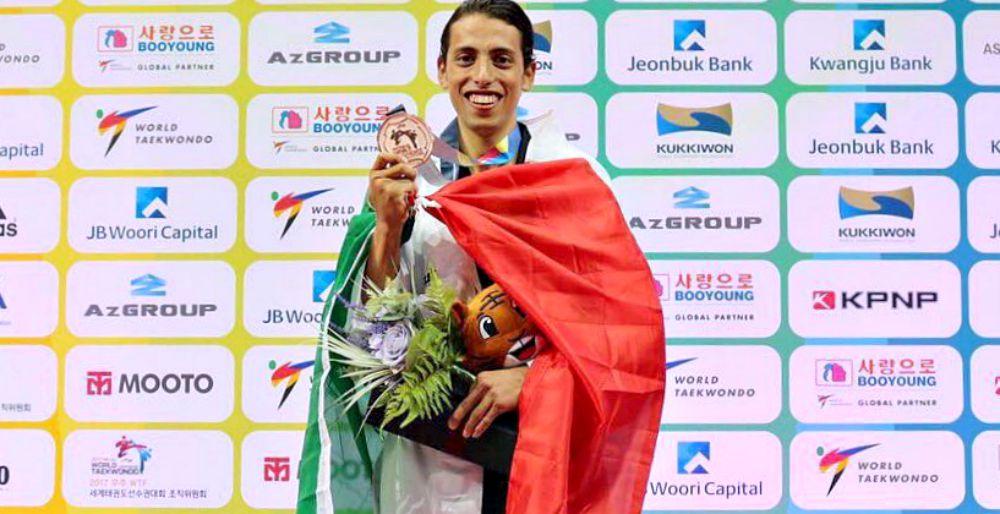 El taekwondoin Carlos Navarro se mantiene firme como líder del ranking mundial de la World Taekwondo, donde otros cinco mexicanos se han posicionado en el top-Ten de los mejores del mundo.