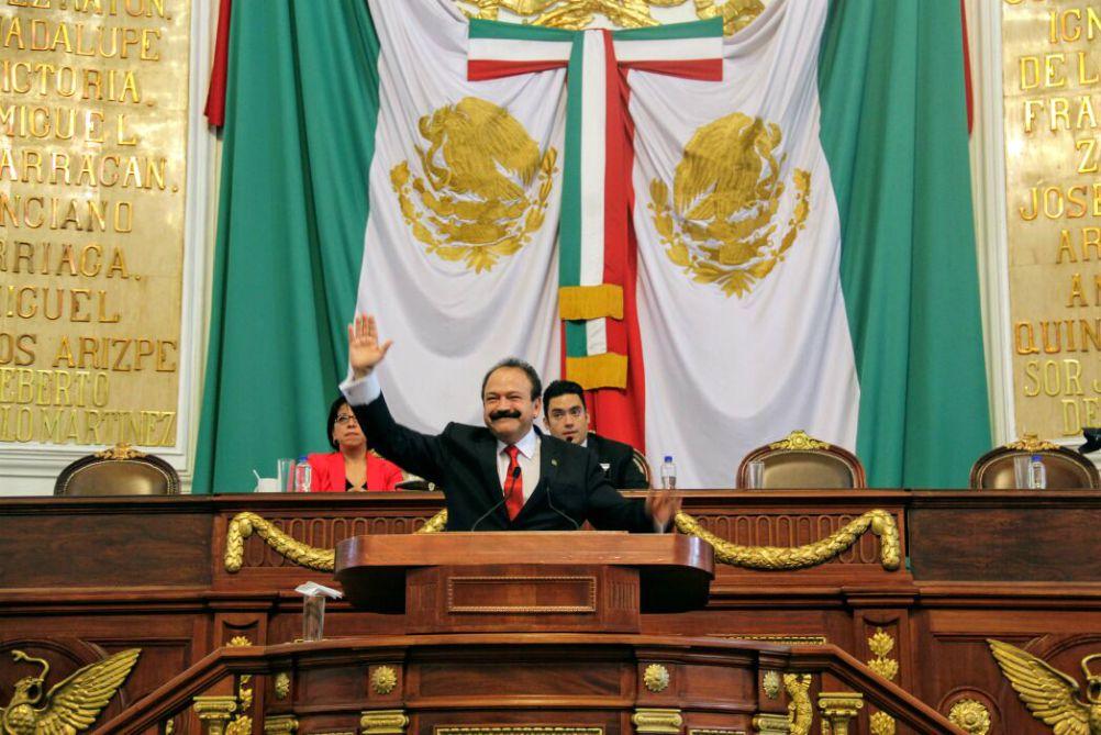 La Ciudad de México cuenta con un modelo de salud que da cobertura y acceso a sus habitantes para prevenir y evitar enfermedades antes de que aparezcan, actuar cuando están sanos, y mantenerlos así el mayor tiempo posible, afirmó el Secretario de Salud de esta capital (SEDESA-CDMX), Armando Ahued Ortega.
