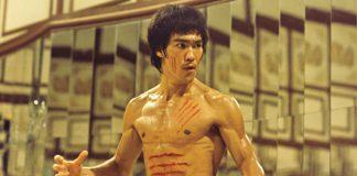 El 27 de noviembre de 1940 nació en San Francisco, Estados Unidos, nació uno de los más célebres íconos de las artes marciales del mundo: Lee Jun-Fan, mejor conocido como Bruce Lee, quien además de marcar un parteaguas en la difusión de estas disciplinas, fue inspiración de miles, sino es que de millones de personas para iniciarse en el sendero marcial.
