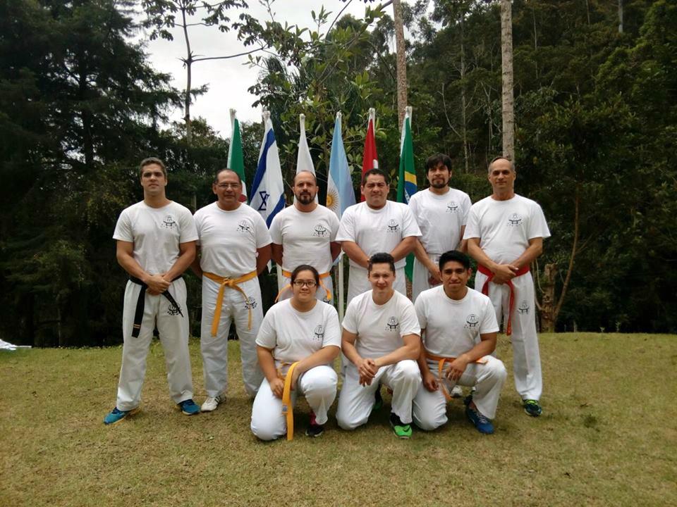 Grupo de Mexicanos con GM Kobi Lichtenstein, primero a la derecha, y Albano Santiago, tercero de derecha a izquierda., además de alumnos avanzados de la FSAKM en Brasil.