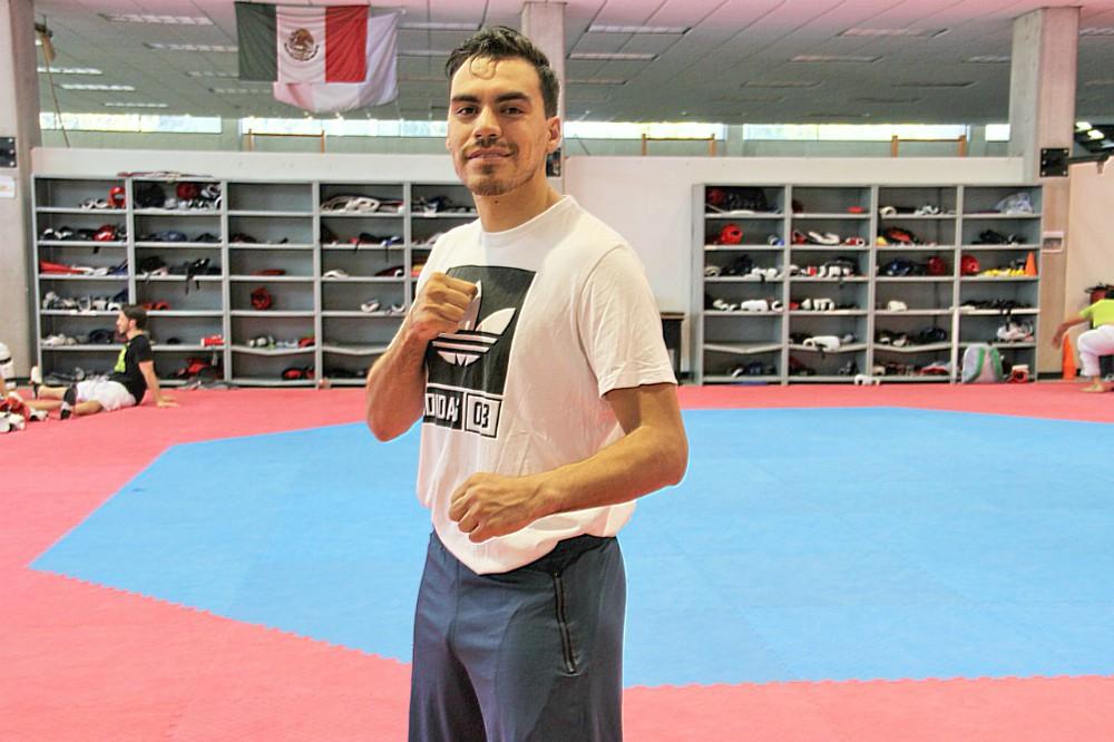 Tras un año de ausencia y con la mira puesta en los Juegos Centroamericanos y del Caribe Barranquilla 2018, el campeón mundial de taekwondo de Puebla 2013, Uriel Adriano, retomó sus entrenamientos, como parte de la selección nacional, en las instalaciones del CNAR.