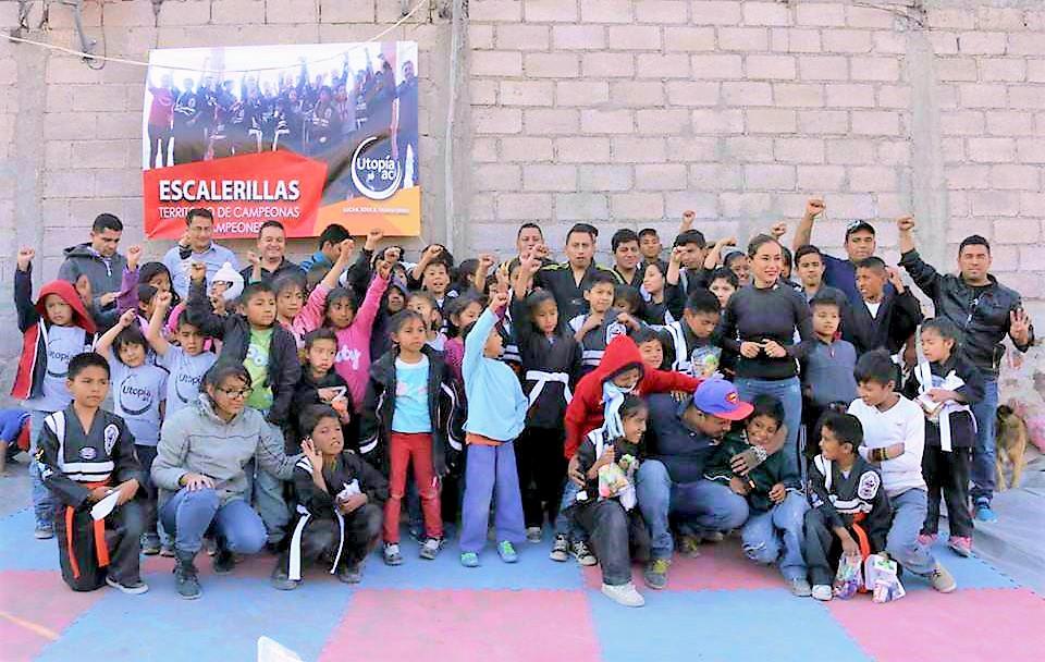 Niñas, niños y adolescentes de familias de pepenadores que han demostrado su habilidad en la práctica de las artes marciales, iniciaron una campaña para recaudar fondos para adquirir implementos necesarios para continuar su practicar en una zona de pobreza extrema, aledaña a un basurero de Chimalhuacán, Estado de México.